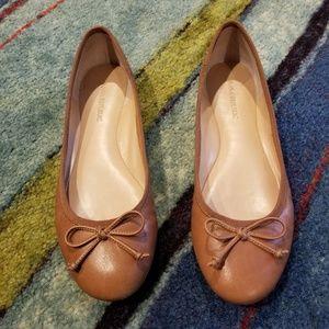 Banana Republic Tan Ballet Flats (Size 7)